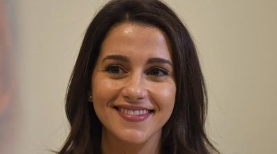 Inés Arrimadas disfruta de su primer paseo en familia tras el nacimiento de su hijo Álex