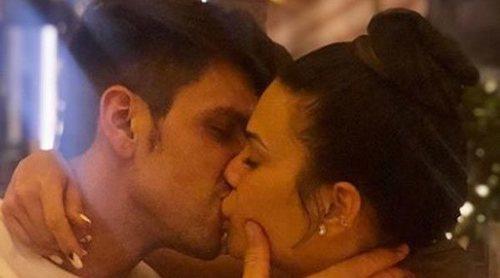 Diego Matamoros y Carla Barber confirman su relación con un apasionado beso