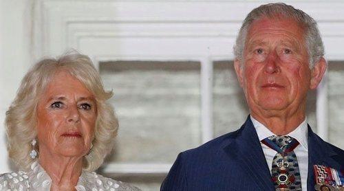 El Príncipe Carlos y la Duquesa de Cornualles ponen fin a su confinamiento en Escocia
