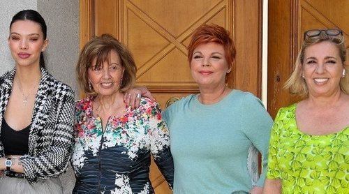 María Teresa Campos recibe en casa a sus hijas, nietas y a Rocío Carrasco para celebrar su 79 cumpleaños