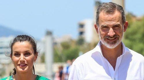 Los Reyes continúan su tour por España haciendo parada en Palma de Mallorca entre miradas cómplices