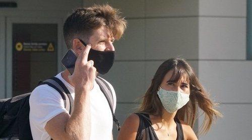 Aitana y Miguel Bernardeau vuelven a Ibiza tras su viaje exprés a Madrid por trabajo