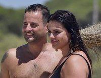 El romántico día de playa de Marisa Jara y su novio Miguel Almansa