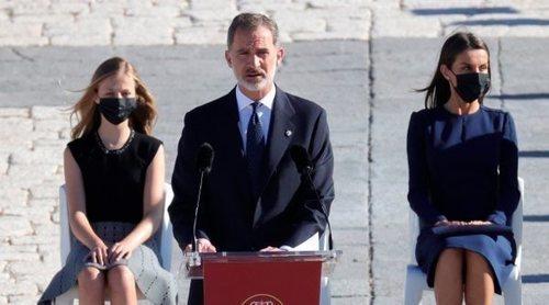 Los Reyes Felipe y Letizia, Leonor y Sofía recuerdan a los fallecidos por coronavirus en un homenaje de Estado