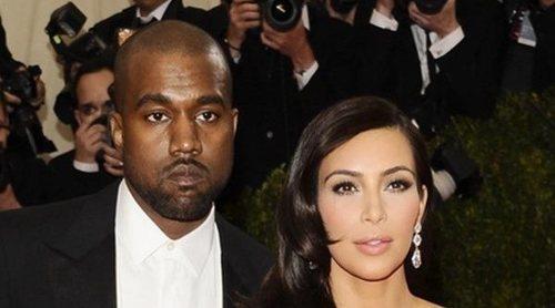 Kim Kardashian y Kanye West: tensión y lágrimas en su reaparición tras las polémicas confesiones del rapero