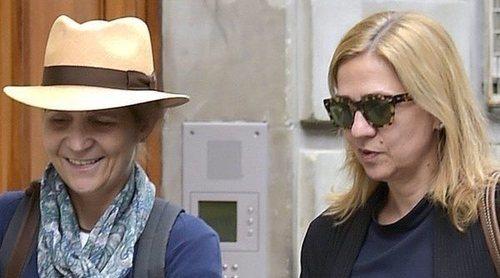 Así han apoyado la Infanta Elena y la Infanta Cristina al Rey Juan Carlos en sus momentos más duros