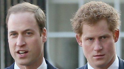 Así empañaron los problemas del Príncipe Guillermo y el Príncipe Harry un posado familiar como homenaje al Príncipe Carlos