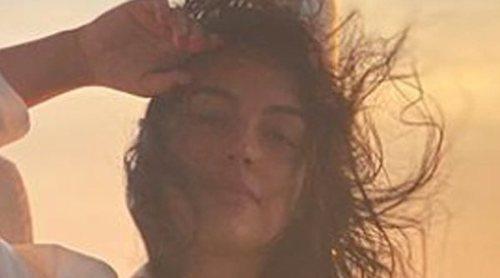 Una mujer de contrastes: Georgina Rodríguez tiende la ropa a bordo de un barco de lujo