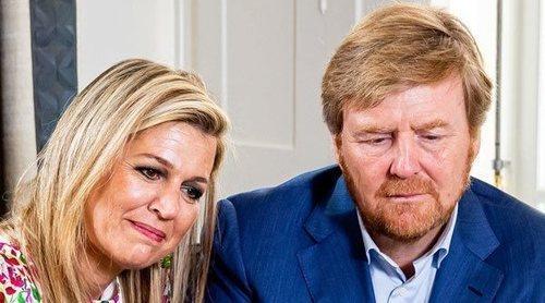 Guillermo y Máxima de Holanda piden perdón por no llevar mascarilla ni respetar la distancia social con un espontáneo