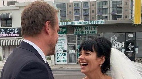 La divertida boda de Lily Allen y David Harbour en Las Vegas con banquete de hamburguesas