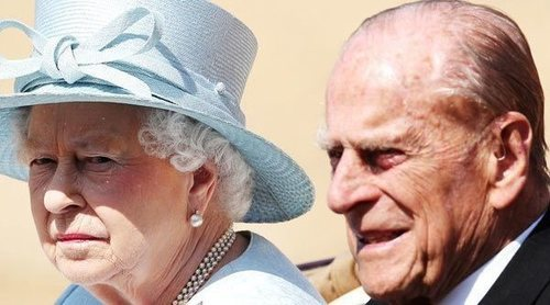 El Príncipe Andrés abandona Balmoral al mismo tiempo que la Reina Isabel y el Duque de Edimburgo