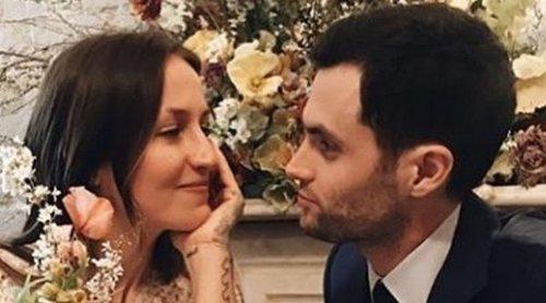 Penn Badgley y Domino Kirke se convierten en padres de su primer hijo en común