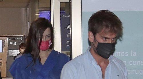 Su novio Rodri Fuertes y su madre Elena, los mejores apoyos de Adara tras su operación de pecho