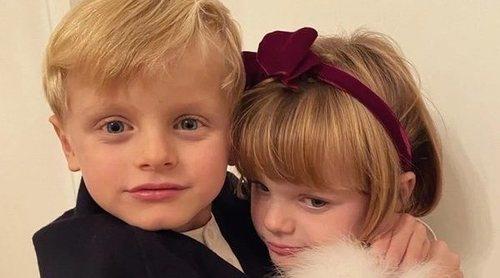 La adorable foto de los Príncipes Jacques y Gabriella de Mónaco vestidos de gala
