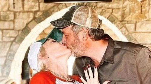 Gwen Stefani y Blake Shelton anuncian su compromiso de boda: 'Gracias por salvar mi 2020'