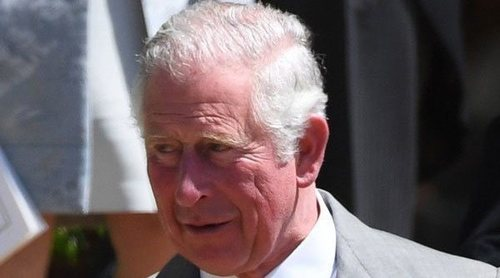 El Príncipe Carlos sorprende al recordar una anécdota sobre el traje que llevó en la boda del Príncipe Harry y Meghan Markle
