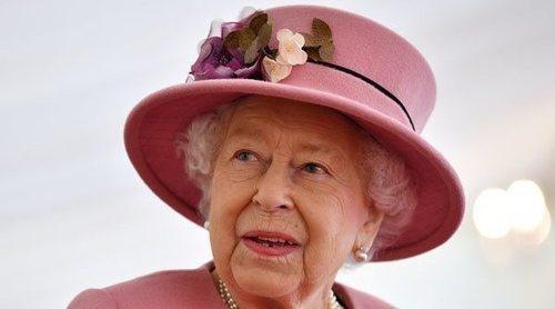 La Reina Isabel, obligada a romper dos tradiciones navideñas más por la pandemia