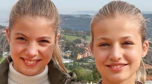 La Familia Real felicita la Navidad 2020 con una foto inédita de la Princesa Leonor y la Infanta Sofía