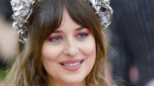 El espectacular anillo que luce Dakota Johnson hace saltar los rumores de boda con Chris Martin