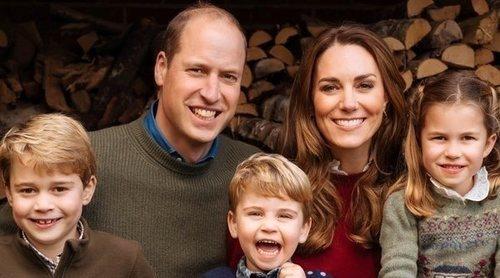 La felicidad del Príncipe Guillermo y Kate Middleton con sus hijos Jorge, Carlota y Luis en su posado navideño