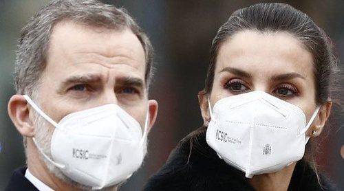 El homenaje de los Reyes Felipe y Letizia a los sanitarios fallecidos en la pandemia: monumento y minuto de silencio