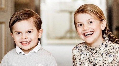 Los Príncipes Estela y Oscar de Suecia, unos simpáticos ayudantes de Papá Noel