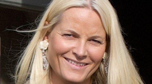 La doble reaparición de Mette-Marit de Noruega tras sufrir un accidente de esquí