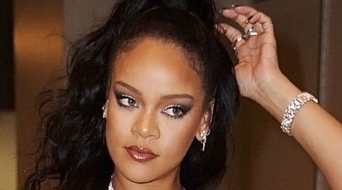 Con bolsas de basura e ironía: Así ha despedido Rihanna a Donald Trump