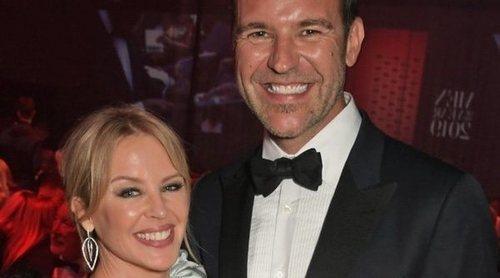 Kylie Minogue y Paul Solomons se han prometido