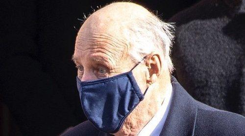 Primeras imágenes de Harald de Noruega tras su operación en la pierna: entre familia en el funeral de su cuñado