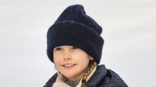 El día en la nieve de los Reyes Carlos Gustavo y Silvia y los Príncipes Victoria, Daniel, Estela y Oscar de Suecia