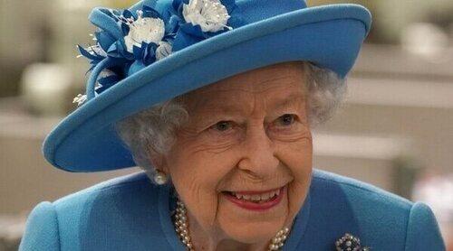 El regreso de la Reina Isabel a Escocia tras la muerte del Duque de Edimburgo acompañada por el Príncipe Guillermo