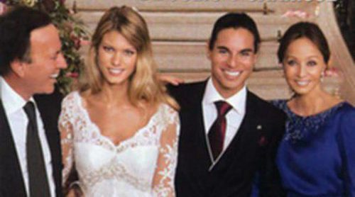 Isabel Preysler y Julio Iglesias arropan a Julio José y Charisse Verhaert en la foto oficial de su boda
