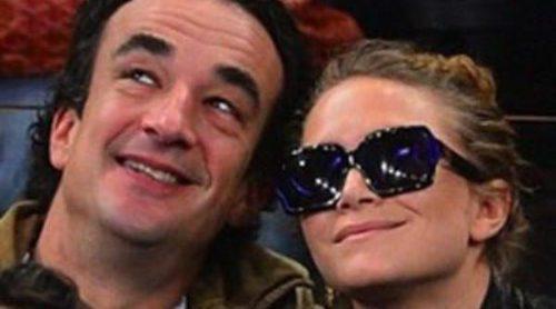 Mary-Kate Olsen y Olivier Sarkozy disfrutan viendo un partido de baloncesto muy acaramelados