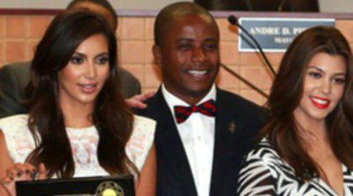 Las hermanas Kourtney y Kim Kardashian reciben las llaves de North Miami