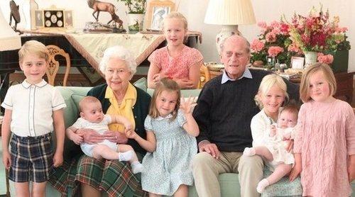 La Familia Real rinde homenaje al Duque de Edimburgo mostrando su lado tierno como bisabuelo