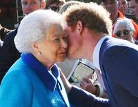 La decisión de la Reina Isabel II para no dejar en evidencia al Príncipe Harry en el funeral del Duque de Edimburgo