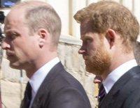 El avance del Príncipe Carlos y el Príncipe Guillermo con el Príncipe Harry: un gesto público y una reunión privada