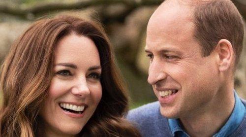 El Príncipe Guillermo y Kate Middleton celebran su décimo aniversario de boda con un romántico posado