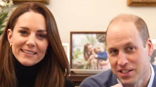El divertido vídeo del Príncipe Guillermo y Kate Middleton con el que estrenan canal de Youtube: 'Más vale tarde que nunca'