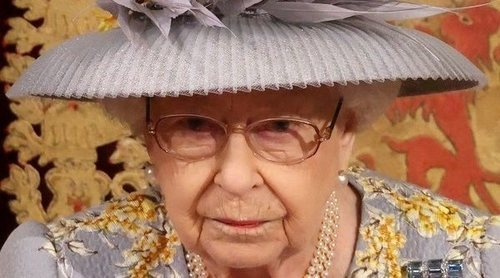 La Reina Isabel preside la Apertura del Parlamento: Corona Imperial, vuelta a Londres y gesto con el Duque de Edimburgo