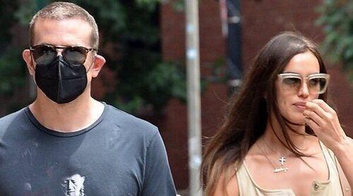 Irina Shayk y Bradley Cooper, dos ex bien avenidos de paseo con su hija por las calles de Nueva York