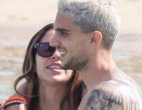 Melissa Jiménez y Marc Bartra, cómplices y divertidos en su escapada romántica a Ibiza