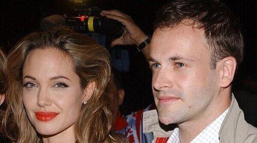 Angelina Jolie visita a su exmarido Jonny Lee Miller