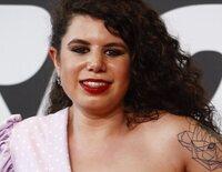 Carla Vigo debuta en un photocall sorprendiendo con su amistad con Amor Romeira