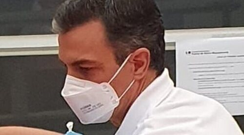 Pedro Sánchez recibe la primera dosis de la vacuna contra el coronavirus