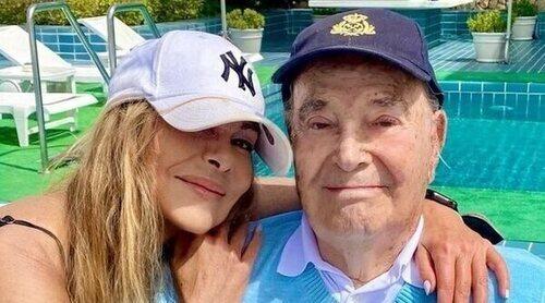 Ana Obregón posa con su padre en Mallorca: 'Disfrutad por los que no están'