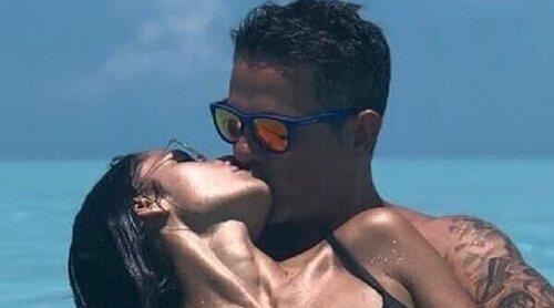 Alejandro Sanz y Rachel Valdés, dos tortolitos en el paraíso inaugurando el verano