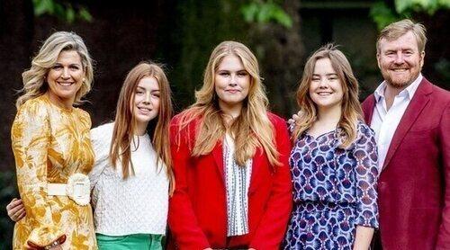 Guillermo y Máxima de Holanda junto a sus hijas empiezan sus vacaciones de verano con su tradicional posado