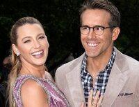 Blake Lively regresa a una alfombra roja junto a Ryan Reynolds tras la muerte de su padre